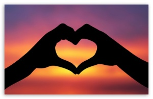 hands_making_a_heart_in_the_sunset-t2